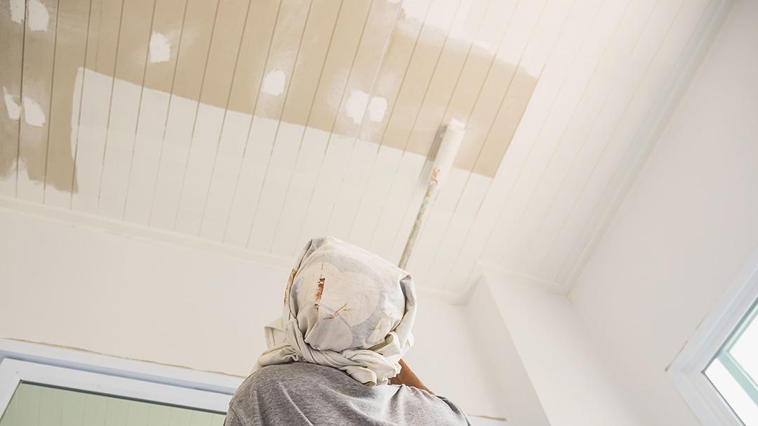 Découvrez dans la vidéo ci-dessous les étapes pour peindre un plafond. Peindre votre plafond, par où commencer ?